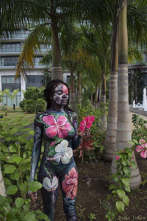 bodypainting with flowers