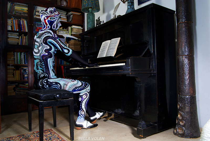staged fine art photography & bodypainting and piano